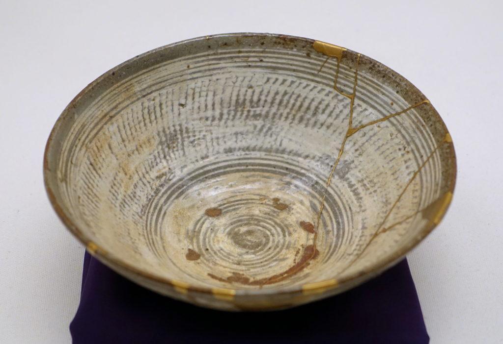 Teeschale, Korea, Joseon-Dynastie 16. Jahrhundert, AD Mishima Hakeme, Typ Buncheong-Ware, Steinzeug