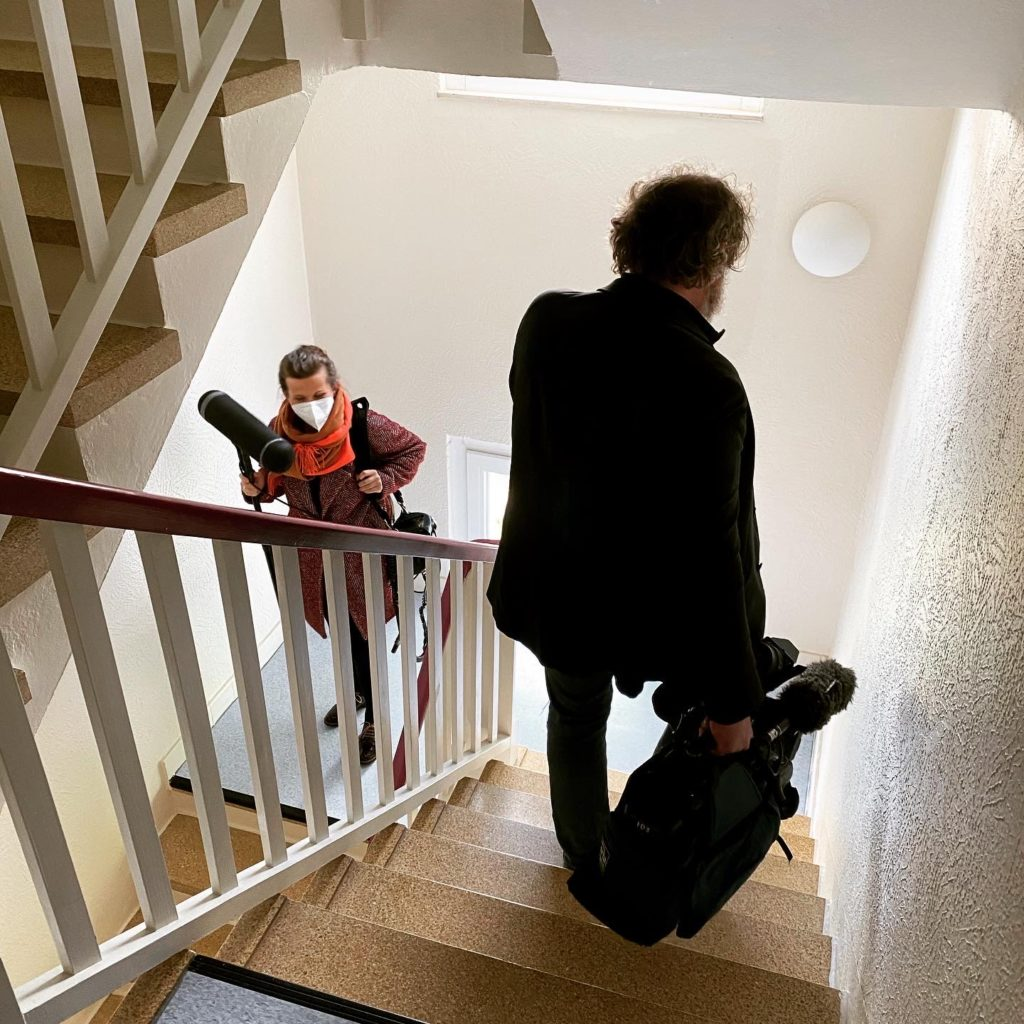 kintsugi-i-see Tamara Stadler im Filmbeitrag ARD-2021 Rimpls Treppenhaus